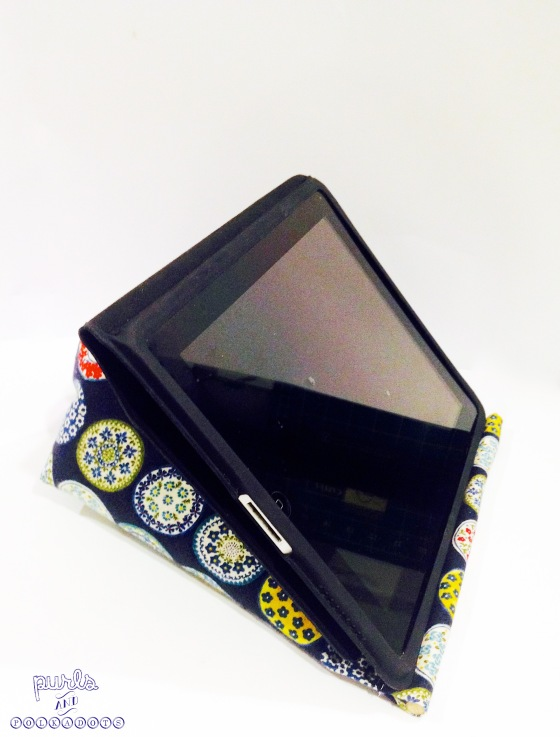 Ipad Stand - Purls and Polkadots 10